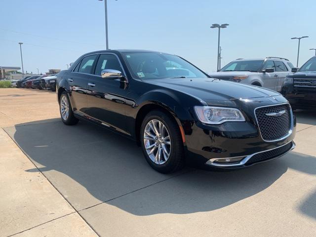 2017 Chrysler 300 300C [14]