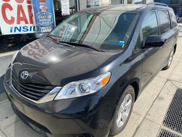 2017 Toyota Sienna LE Auto Access Seat [0]