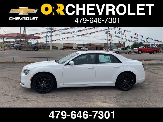 2019 Chrysler 300 300S [2]