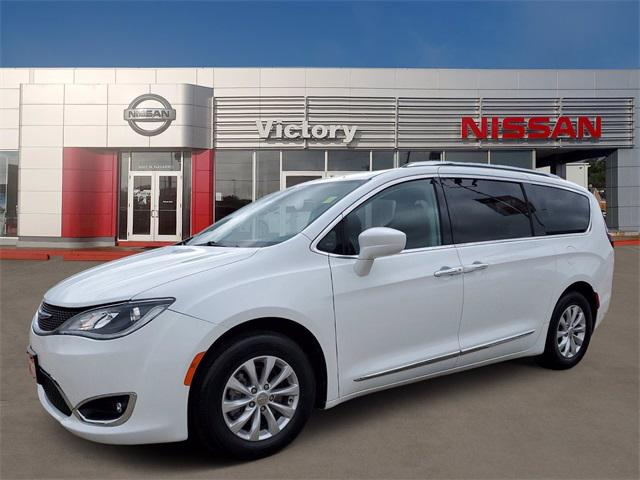 2019 Chrysler Pacifica Touring L [0]