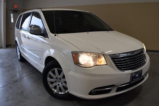 2011 Chrysler Town & Country Touring-L [0]