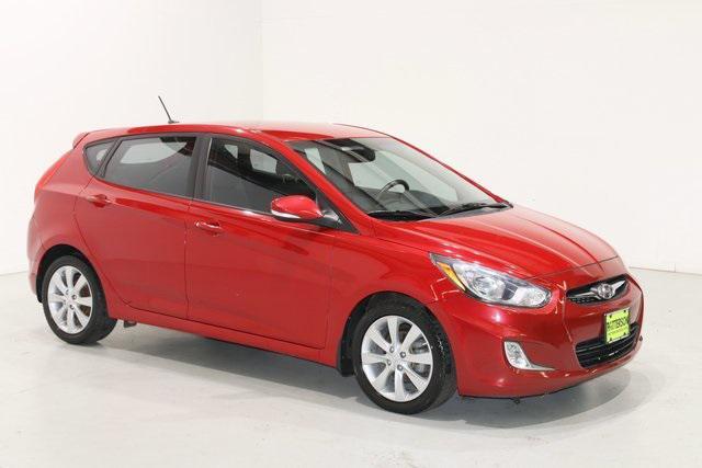 2013 Hyundai Accent SE [8]