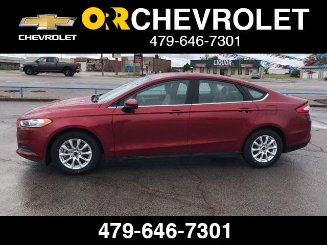 2016 Ford Fusion S [9]