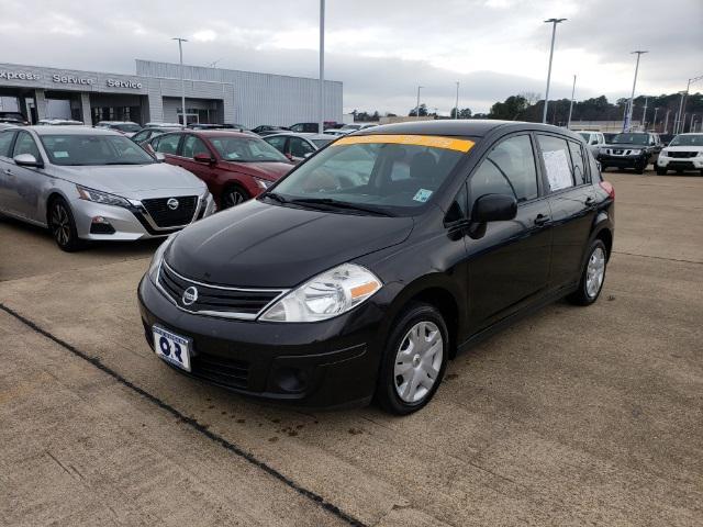 2011 Nissan Versa 1.8 S [2]