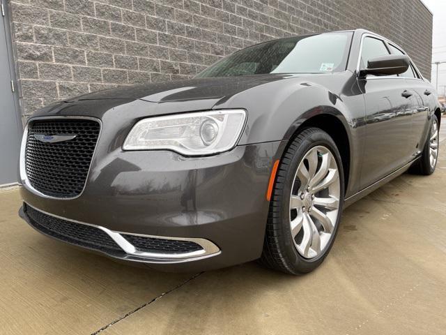 2017 Chrysler 300 Limited [7]