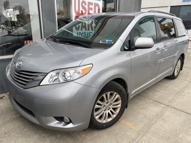 2017 Toyota Sienna XLE Premium [2]