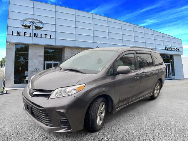 2018 Toyota Sienna LE [1]