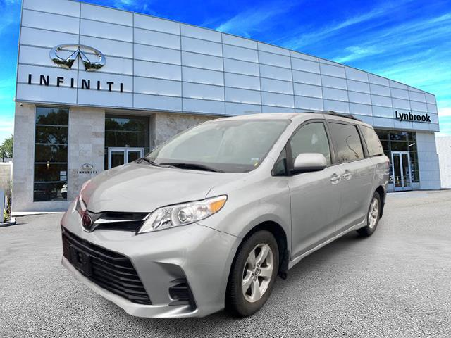 2019 Toyota Sienna LE [3]