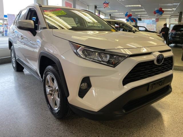 2020 Toyota Rav4 XLE [1]