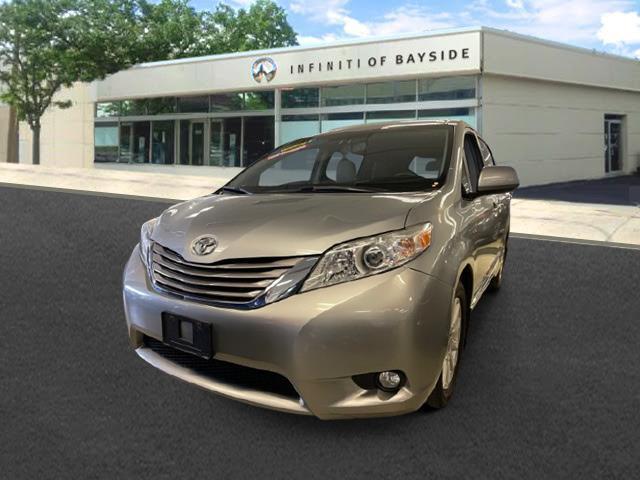 2017 Toyota Sienna XLE [1]