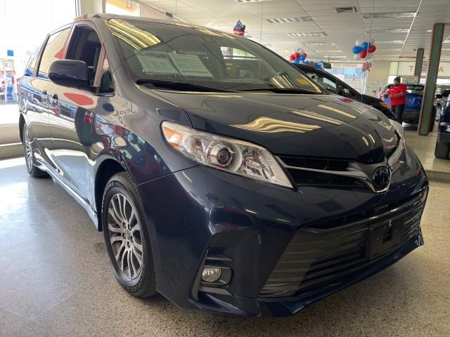 2020 Toyota Sienna XLE [6]
