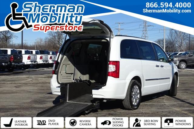 2016 Chrysler Town & Country Touring for sale in Skokie, IL