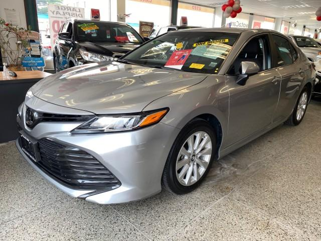 2018 Toyota Camry LE [2]
