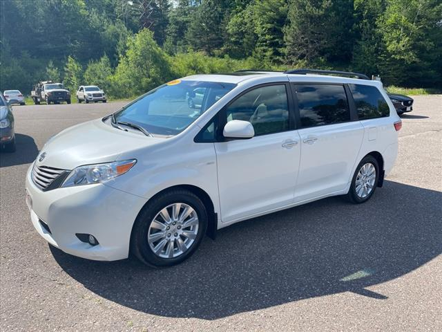 2017 Toyota Sienna XLE for sale in Fifield, WI