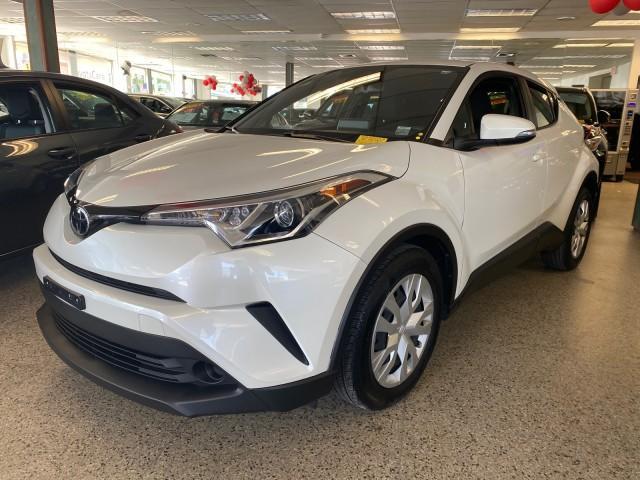 2019 Toyota C-HR LE [4]