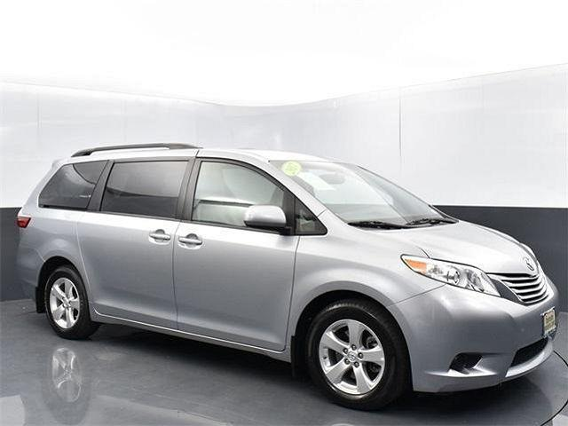 2017 Toyota Sienna LE for sale in Lakewood, WA