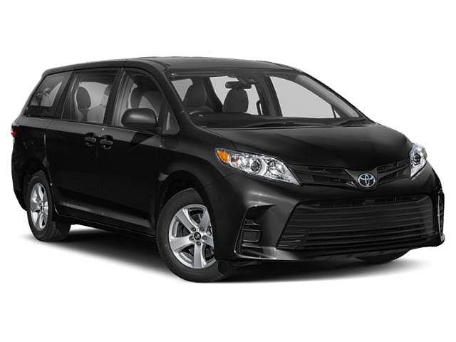 2018 Toyota Sienna LE for sale in Muncie, IN