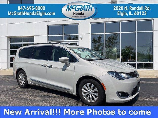 2017 Chrysler Pacifica Touring-L for sale in Elgin, IL