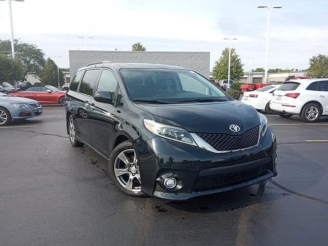 2017 Toyota Sienna SE for sale in Naperville, IL