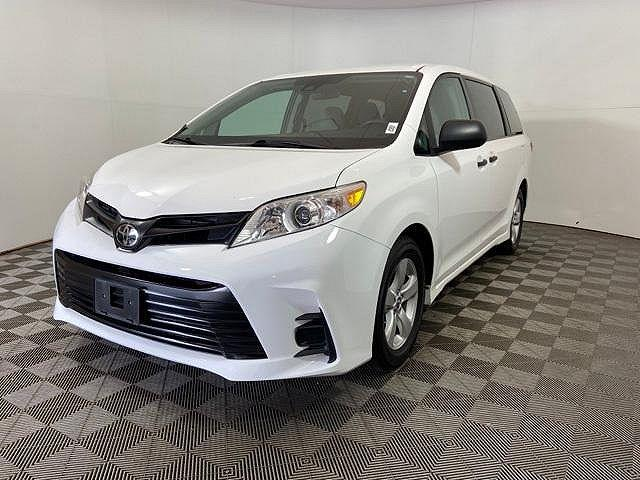2018 Toyota Sienna L for sale in Crown Point, IN