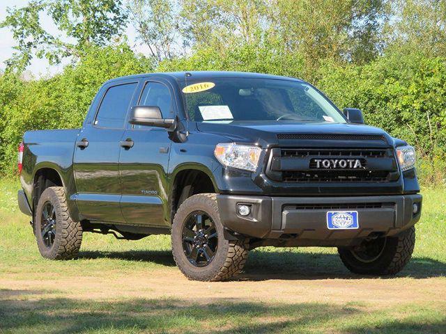2016 Toyota Tundra 4WD Truck SR5/TRD Pro for sale in Oconomowoc, WI