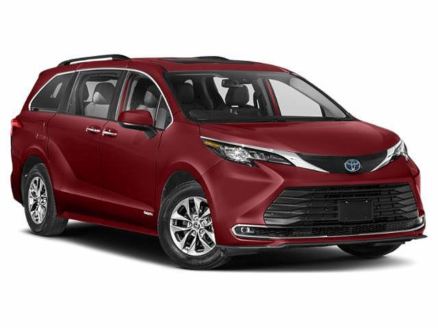 2021 Toyota Sienna XLE for sale in Muncie, IN