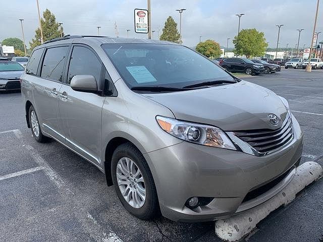 2017 Toyota Sienna XLE for sale in Tulsa, OK