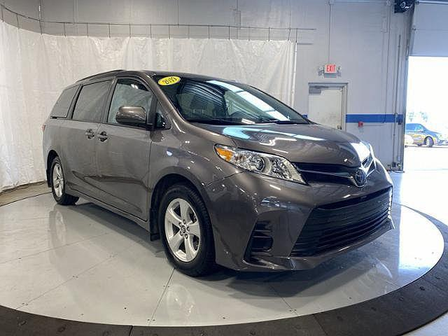 2019 Toyota Sienna LE for sale in Taylorsville, IN