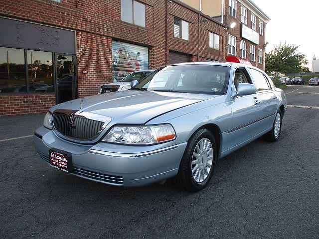 2005 Lincoln Town Car Signature Limited for sale in Manassas Park, VA