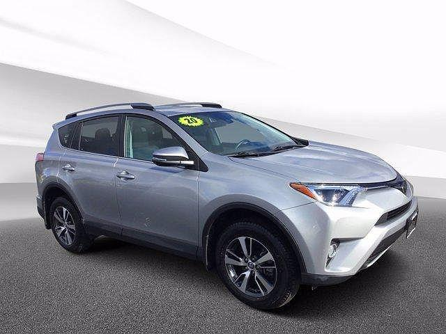 2020 Toyota RAV4 XLE for sale in Crystal Lake, IL