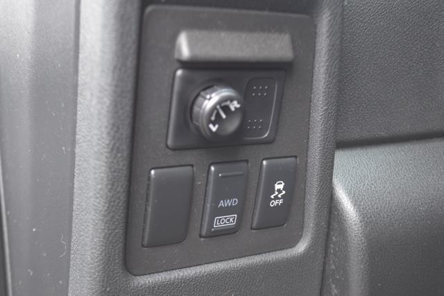 2015 Nissan Rogue Select S 26
