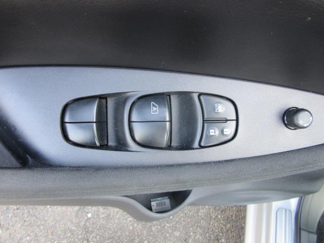 2015 Nissan LEAF S 14