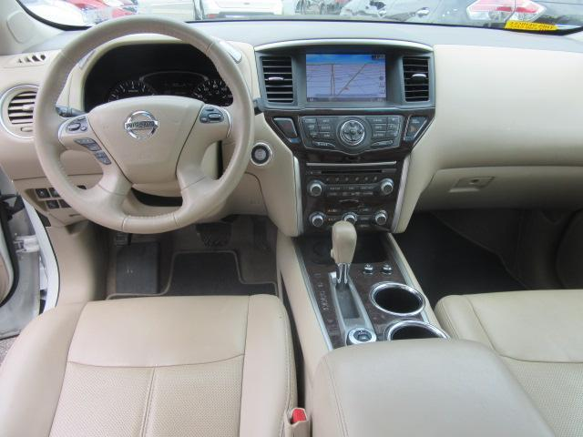 2015 Nissan Pathfinder Platinum 14