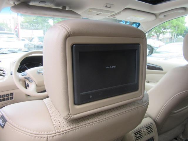 2015 Nissan Pathfinder Platinum 15