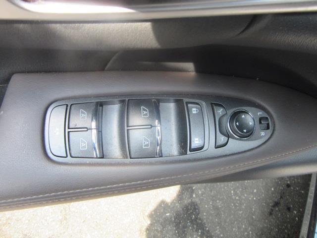 2015 INFINITI Q70L 4dr Sdn V6 AWD 16