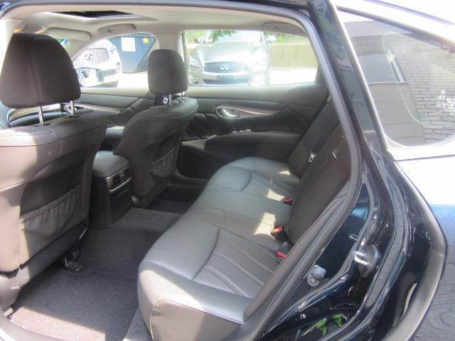 2015 INFINITI Q70L 4dr Sdn V6 AWD 12