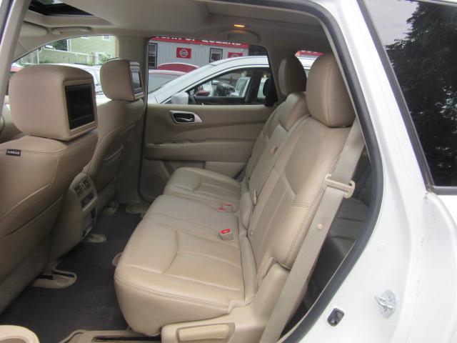 2015 Nissan Pathfinder Platinum 12