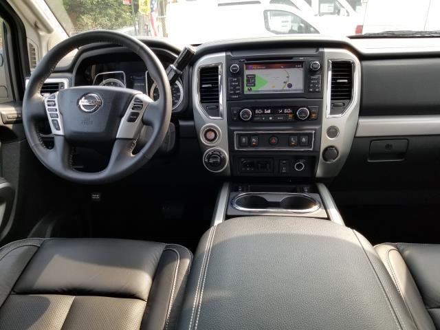 2017 Nissan Titan PRO-4X 16