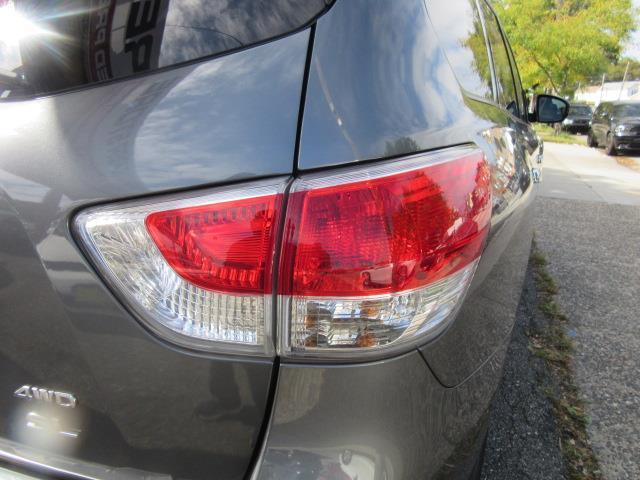2016 Nissan Pathfinder SL 9