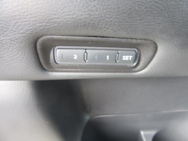 2016 Nissan Pathfinder SL 17