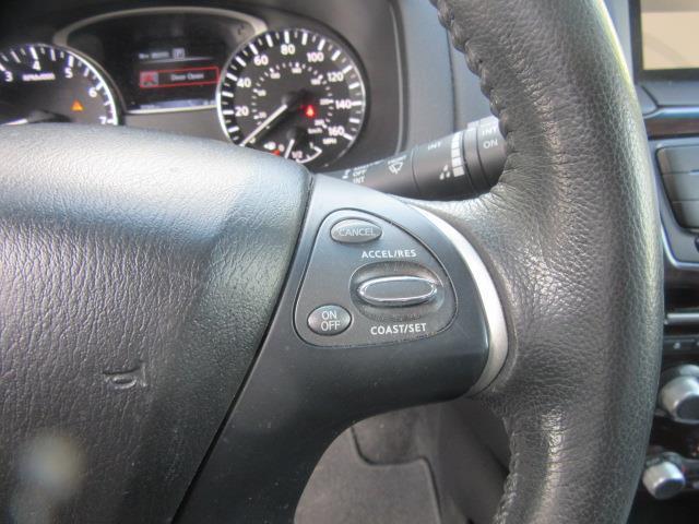 2016 Nissan Pathfinder SL 21