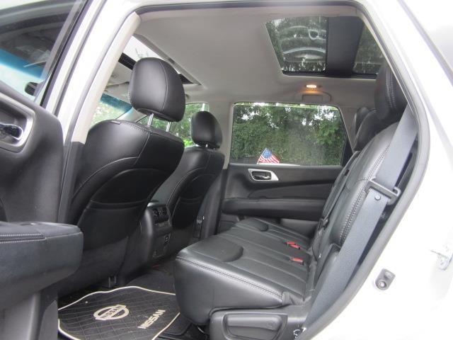 2016 Nissan Pathfinder Platinum 11