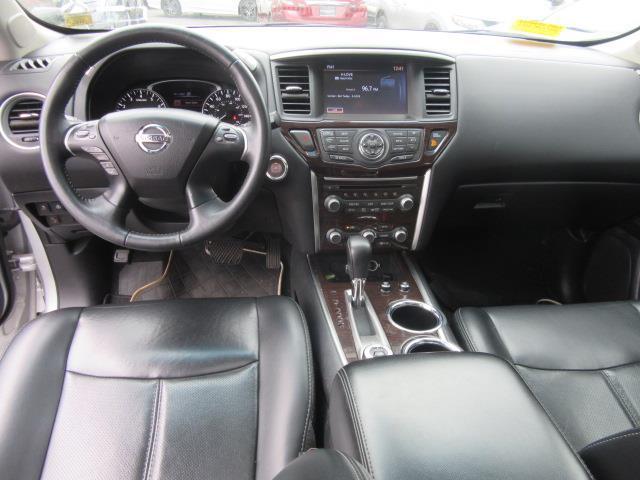 2016 Nissan Pathfinder Platinum 13