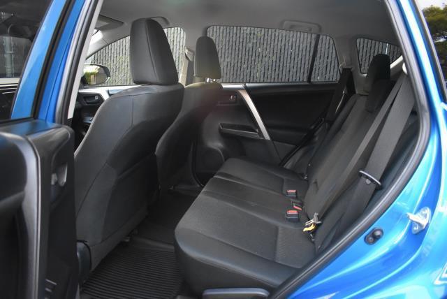 2018 Toyota RAV4 LE 12