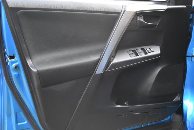 2018 Toyota RAV4 LE 14