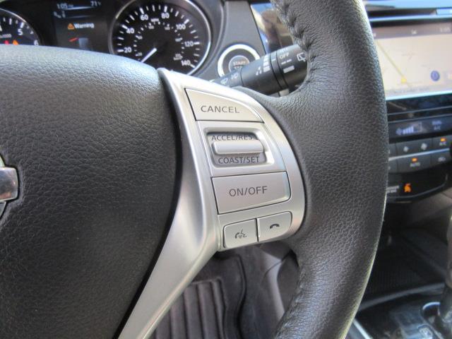 2016 Nissan Rogue SL 18