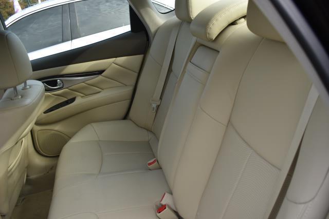 2015 INFINITI Q70 4dr Sdn V6 AWD 7
