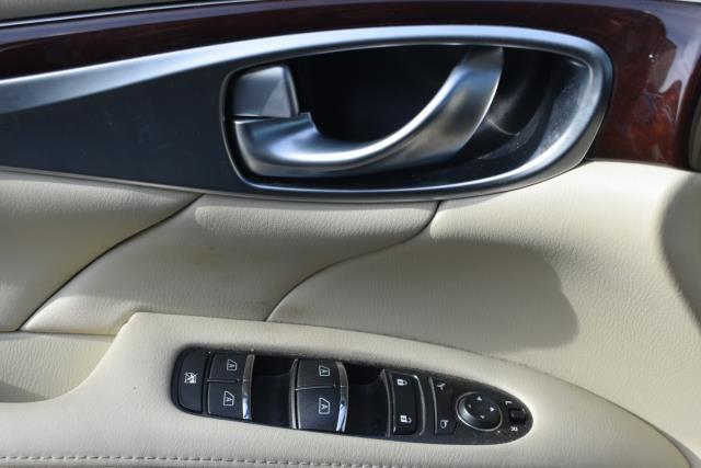 2015 INFINITI Q70 4dr Sdn V6 AWD 12