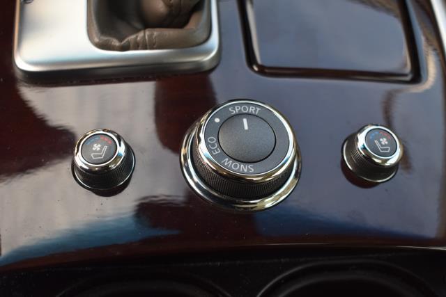 2015 INFINITI Q70 4dr Sdn V6 AWD 19