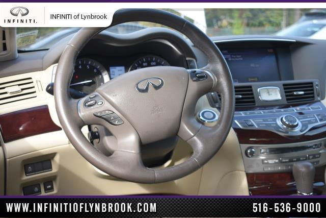 2015 INFINITI Q70 4dr Sdn V6 AWD 8